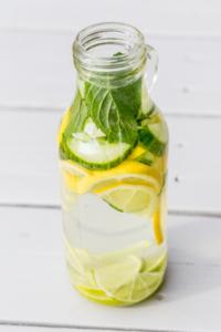 Zitronen-Brennnesselsirup